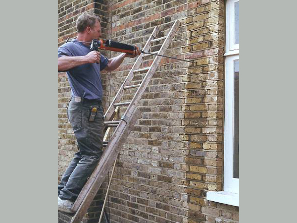 Lateral restraint of walls –  pocket cut out in brickwork